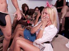 Amateur, Blonde, Brunette brune, Club, Mignonne, Groupe, Fille latino, Se déshabiller