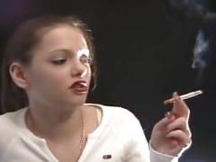 Chica, Fumando