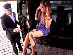 ブロンド, 車, チェコ, ドレス, ヨーロピアン, 公共, スカート, スカートのぞき