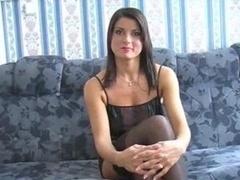 Brunette brune, Jarretelles