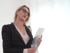 Lady boss is a great luck for subordinates who fuck her