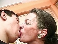 Deep kissing, making out, French and tongue kissing vids