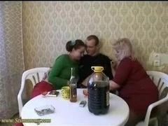 2 femmes 1 homme, Russe