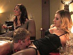 Blonde, Brunette brune, Domination, Femme dominatrice, 2 femmes 1 homme, Groupe, Maîtresse, Plan cul à trois