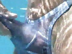 Dino Moci in pool