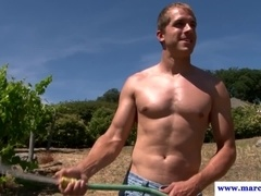 Musclebound hunk enjoys bj outdoors