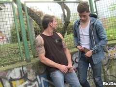 Marek lets horny gay Johnny drill his ass in a park
