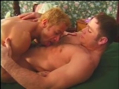Blond homo sucks his BF's wang and welcomes it in his chocolate eye