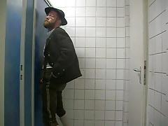 Bayernbursch gets serviced at a Gloryhole