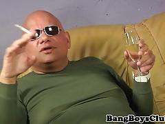 Smoking sugerdaddy cocksucking toyboy for cum