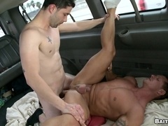 Tanned poofter gets his ass drilled in missionary position in a car