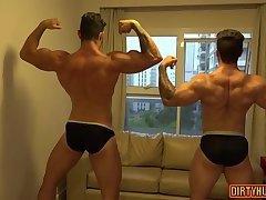 Muscle amateur rimjob with cumshot