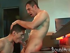 Collared twink-puppy spreads buns for some rimming