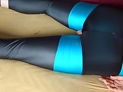 Vibrator Orgasmus in Lycra sachen