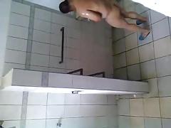 Spy Caminhoneiro tomando banho 1