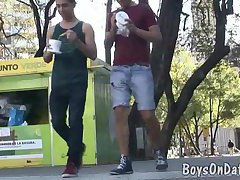 Two gay hunks get laid on the first date