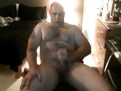 Beefcake dude stroking hard