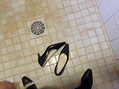 Piss in wifes blue classic pumps