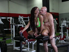 Tall trainer and Ebony hottie make love in empty gym