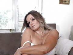 Euro milf Mia satisfies her needy cunt