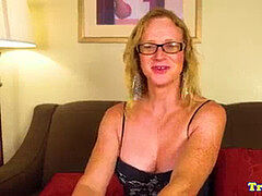 Mature trans stunner milking in undergarments