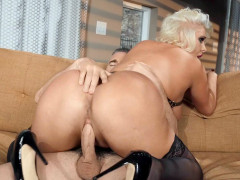 Karissa Shannon in high heels shakes her ass on the hard dick
