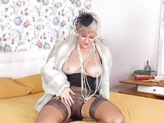 Bigtitted blonde frigs herself in vintage nylon fishnets mules