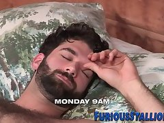 Hunk gets beard cumshot