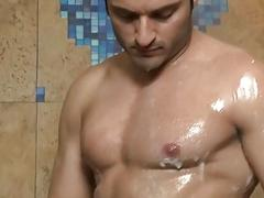 Rafel Gallo looks gorgeous as he showers and jerks off