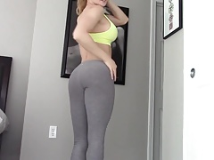 Hot gym girl masturbrates hard
