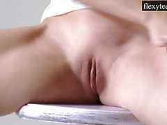 Flexible Teen Urusula Fe