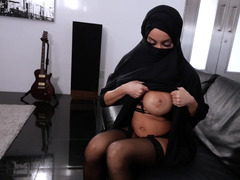 Arab woman cheats on hubby with hungry white cameraman