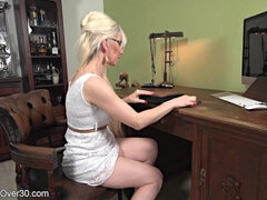 Blonde lewd GILF hot solo session