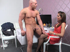 Buff stud Peter bangs horny female agent