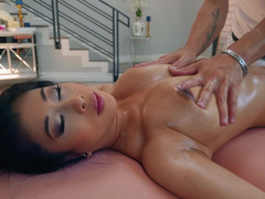 Asian lady loves banging her massage therapist after getting the treatment